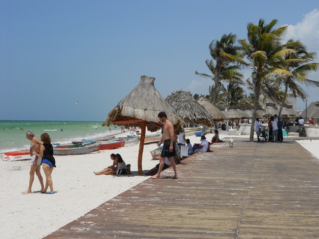 The economy of Progreso, Mexico is based on tourism, fishing and the port. Although it is highly vulnerable to climate change, it still has no local plan. Photo: Emilio Godoy / IPS