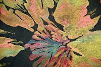 Tkanina meblowa w kolorowe kwiaty. Czarna. 502