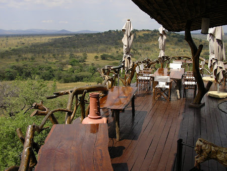 Safari: Lodge in Serengeti