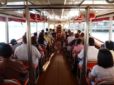 Vaporul - mijloc de transport in comun in Bangkok