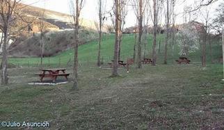 Área recreativa junto al castillo de Tiebas