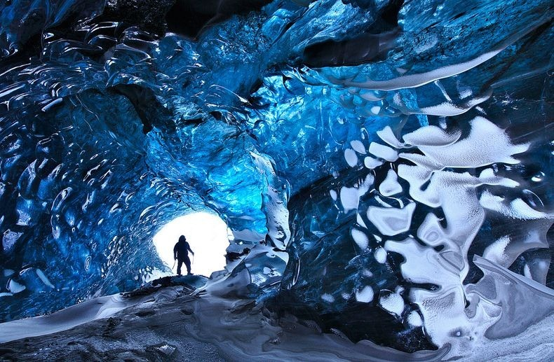 Skaftafell-ice-cave-2