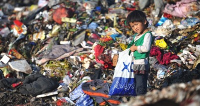children-working on garbage-landfill
