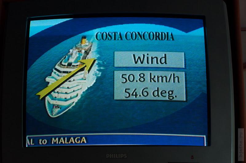 158. Февраль. Мадейра. Фуншал. Улочки города. Мы на лайнере, снаружи подымается приличный ветер, но мы уже отчаливаем.