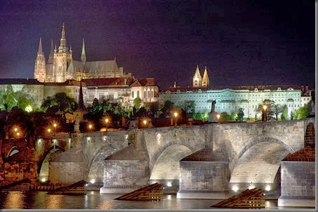 Prague-CastleAtNight