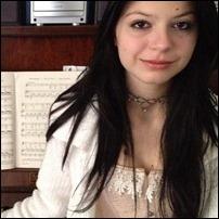A estudante Júlia Zelg, em sua casa (Foto: Giovana Sanchez/G1)