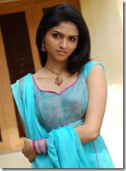 actress_sunaina_in_blue