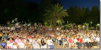 El Jardín Municipal congregó a decenas de personas ante un acto de gran expectación