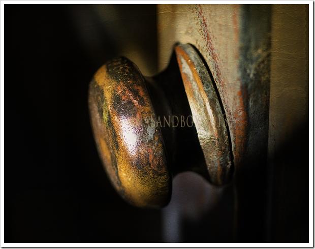vintage doorknob with pdpa ancient treasures