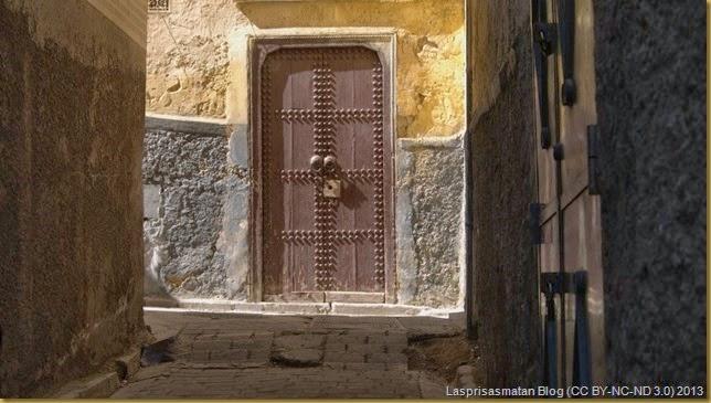 Una sencilla puerta pero que conserva su antigua belleza