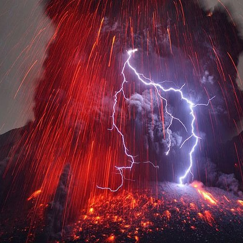 Stunning Pictures of Volcanic Lightning by Martin Rietze
