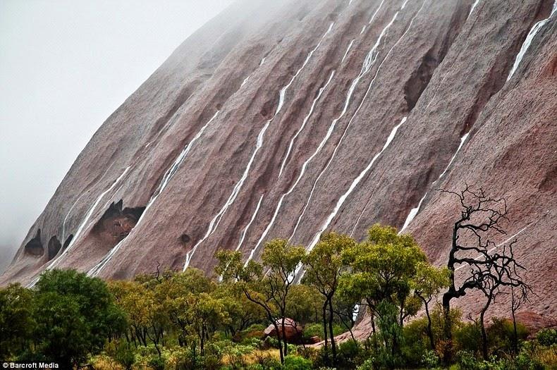 uluru-waterfalls-3