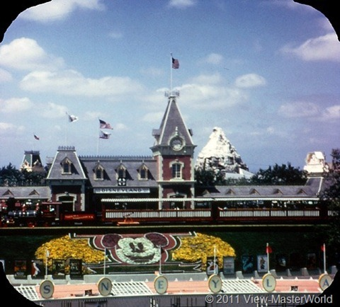 View-Master Main Street and Primeval World (A175), Scene 1-1: Main Street Station