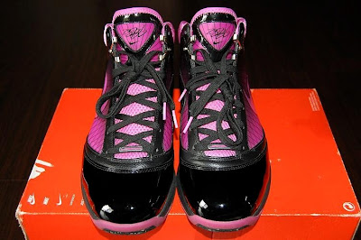nike air max lebron 7 pe breast cancer black 2 03 Throwback Thursday: Nike LeBron VII Box Out Breast Cancer PE