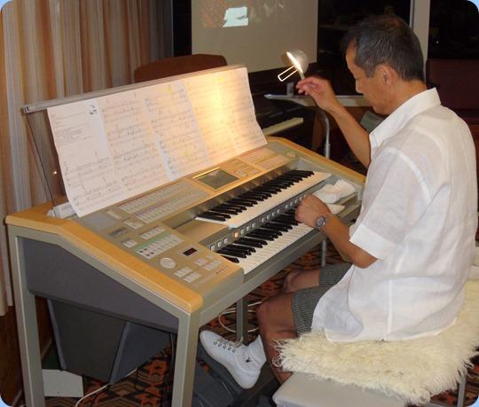 Taka in full flight on his gorgeous Yamaha Electone Stagea organ