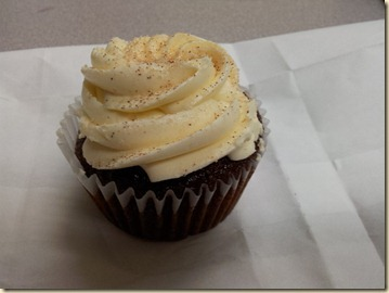 Giner Cupcake w Vanilla Buttercream
