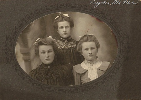 Three Girls maybe sisters Little Falls Minn DL Antiques