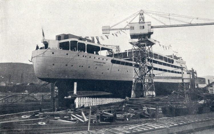 El FERNANDO POO listo para su botadura. Foto de la Memoria corporativa del año 1934.jpg