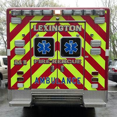 カラフルな救急車のおしり
