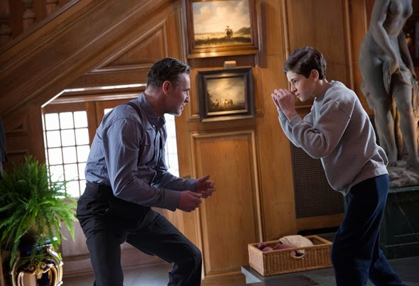"GOTHAM:  Alfred's friend Reggie (guest star David O'Hara, L) helps Bruce (David Mazouz, R) with his fight training in the ""Red Hood"" episode of GOTHAM airing Monday, Feb. 23 (8:00-9:00 PM ET/PT) on FOX.  ©2015 Fox Broadcasting Co.  Cr:  Jessica Miglio/FOX"