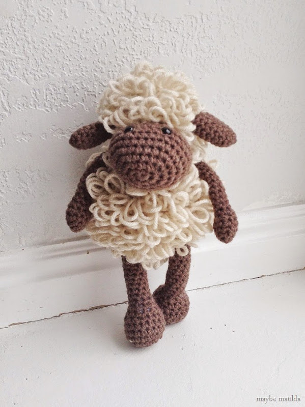 Crochet Sheep // www.maybematilda.com