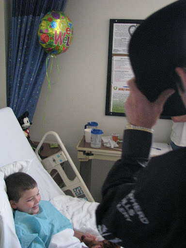 Bull rider Luke Snyder tips his hat to four-year-old Jayden, a patient in Cox South. (Photo credit:  Jennifer Moore)