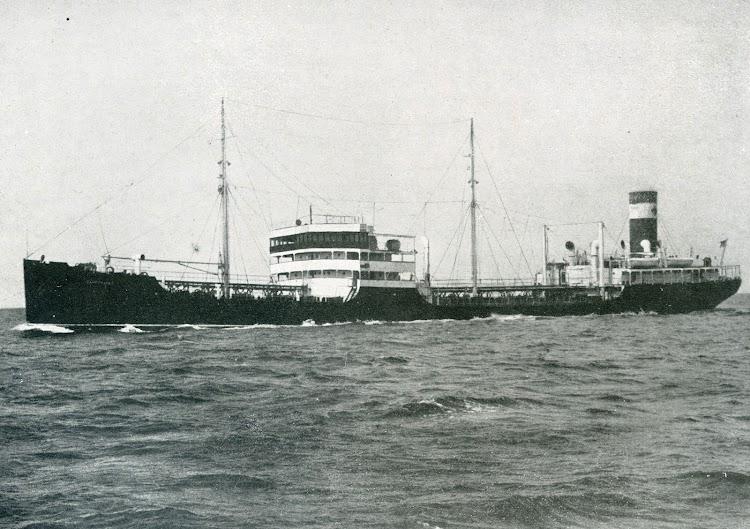 El buque tanque CAMPOMANES en pruebas de mar. Foto de la revista INGENIERIA NAVAL. Junio de 1932.jpg