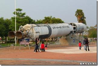 嘉義北迴歸線。廣場上有泰坦二號火箭展示,因為太大了放不進展示館,所以擺放在公園內。