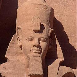 63 - Estatua de Ramses II en el templo de Luxor