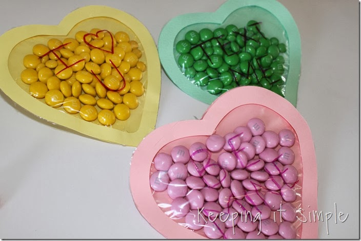 Valentine's-Day-M&M-Candy-Pouches #freeprintable (10)