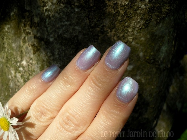 03-essence-holographics-gagalectric-nail-polish-review-swatch