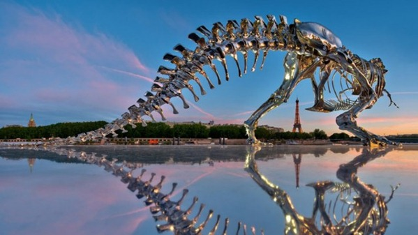 Tiranossauro Rex cromado