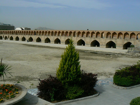 Isfahan: The bridge over the dry river