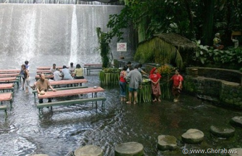 Waterfalls-Restaurant-in-Villa-Escudero-008