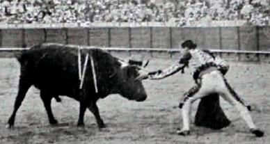 1915-09-30 (p 10-04 La Lidia) Toro de la oreja Sevilla