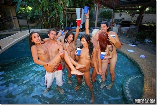 29-suruba-festa-piscina-15