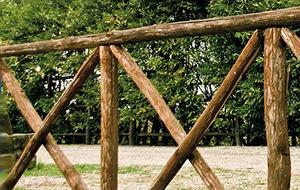 Staccionata recinzione romana a legni incrociati