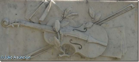 Violín - Mausoleo de Sarasate - Pamplona