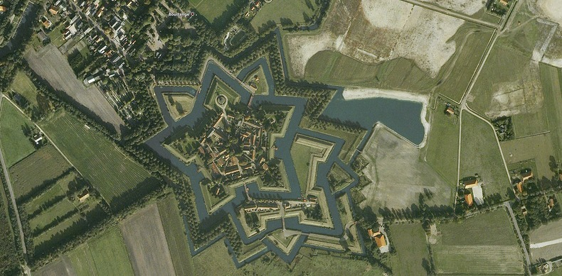 """نجمة """"قلعة بورتانج"""" هولندا"""