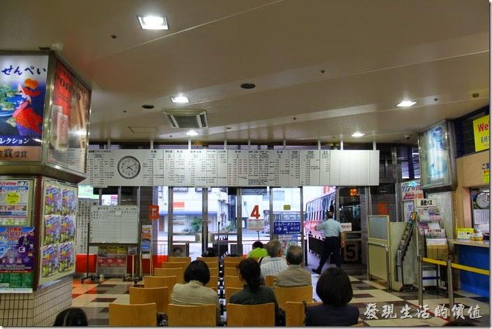 日本北九州-佐世保2博多。「佐世保」西肥高速巴士中心西的候車室。