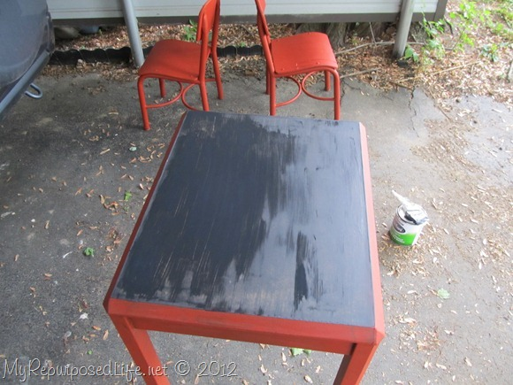 kids-chalkboard-table
