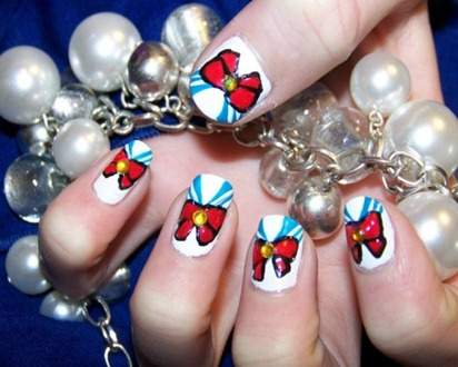 Nails-inspired-by-Sailor-Moons-Outfit-520x390