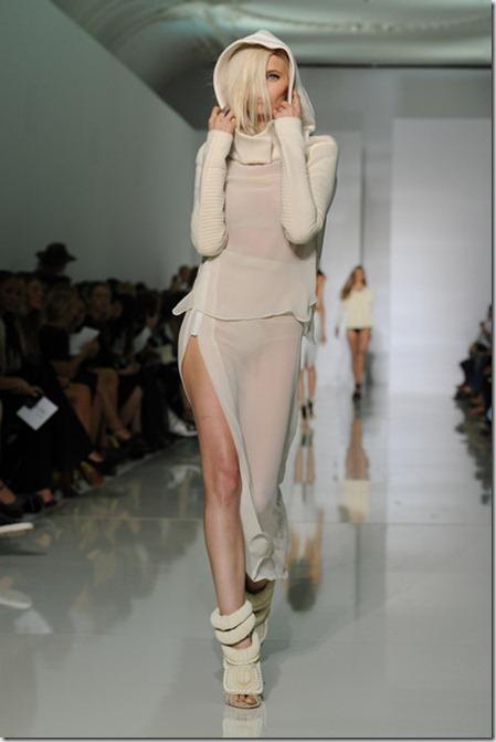 KW Kanye West Runway Paris Fashion Week Spring OB1RhYfSQYjl