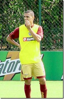 aaa-Volante com passagem por vários times grandes do Brasil, Fabiano, genro de Vanderlei Luxemburgo, defenderá o XV de Piracicaba no Paulista