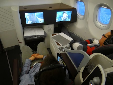03. Qatar Airways business class.JPG