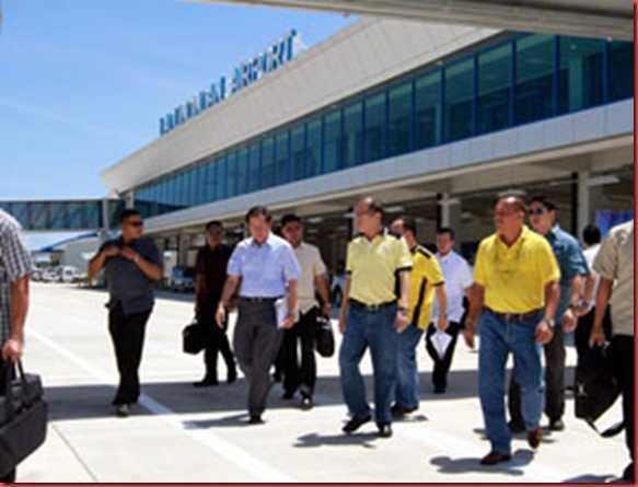 President Benigno S. Aquino III inspects the Laguindingan Airport Development Project (LADP) in Laguindingan, during his visit to Misamis Oriental on Tuesday (February 26, 2013). The Php7.9 billion project aims to establish an international-standard airport to replace Lumbia Airport in Cagayan de Oro and Balo-I Airport in Iligan. The airport has a projected passenger capacity of 1.6 million for the year 2020. Once operational, the airport is seen to boost economic activities not only in Misamis Oriental but also the neighboring areas of Iligan and Lanao del Norte. (Photo by:Rolando Mailo/ Malacañang Photo Bureau).