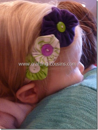 Crafty Cousins' tutorial for yo yo flower bobby pins (36)