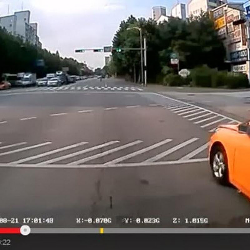 Μην μιλάτε στο κινητό όταν διασχίζεται έναν δρόμο