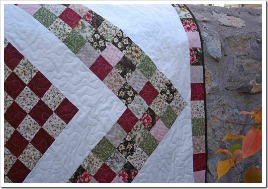 Vintage Rose Quilt Close