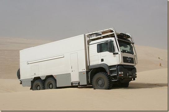 Traverser le désert en camion UNICAT TGA 6 × 6 (27)